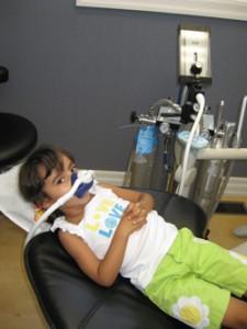 טשטוש ו גז צחוק בטיפול שיניים